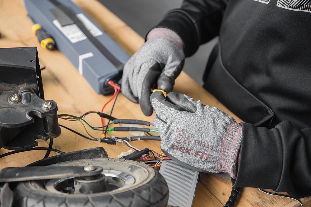 cambiare gomme al monopattino elettrico