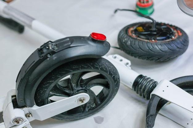 come cambiare ruota al monopattino elettrico